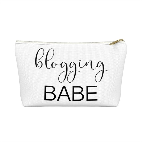 """Need an accessory pouch to store your make-up or an adorable travel bag to carry to the coffee shop with you? Check out our blogging bags collection (including this double-sided """"Blogging Babe"""" print) and find more gift ideas for bloggers! Funny gift idea for bloggers, office gift idea, make-up pouch, photography prop bloggers, blogging humour, gift guide for business owners."""
