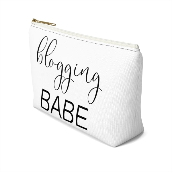 "Need an accessory pouch to store your make-up or an adorable travel bag to carry to the coffee shop with you? Check out our blogging bags collection (including this double-sided ""Blogging Babe"" print) and find more gift ideas for bloggers! Funny gift idea for bloggers, office gift idea, make-up pouch, photography prop bloggers, blogging humour, gift guide for business owners."
